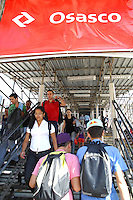 OSASCO, SP - 07.06.2012 - CPTM / ESTACAO OSASCO - Acessos provisorios da estacao Osasco da CPTM foram usados pelo ultima vez nesta manha. Nesta quarta-feira (7), foi liberada uma parte da estacao Osasco da CPTM. (Foto: Renato Silvestre/Brazil Photo Press)