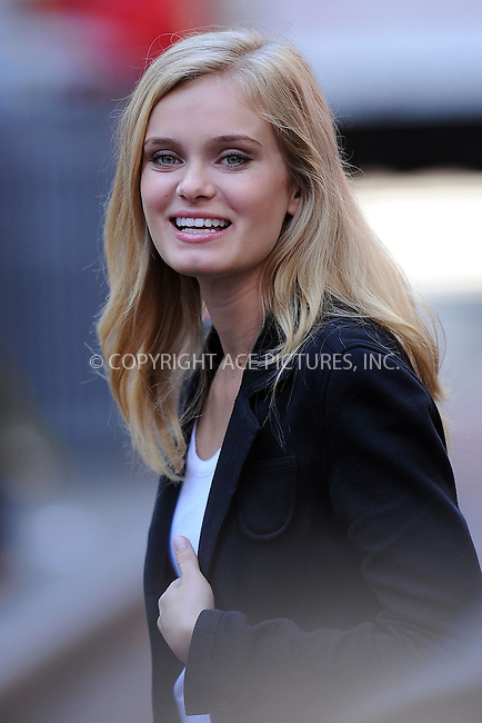WWW.ACEPIXS.COM . . . . . ....September 14 2009, New York City....Actress Sara Paxton on the set of 'The Beautiful Life' on September 14 2009 in New York City....Please byline: KRISTIN CALLAHAN - ACEPIXS.COM.. . . . . . ..Ace Pictures, Inc:  ..tel: (212) 243 8787 or (646) 769 0430..e-mail: info@acepixs.com..web: http://www.acepixs.com