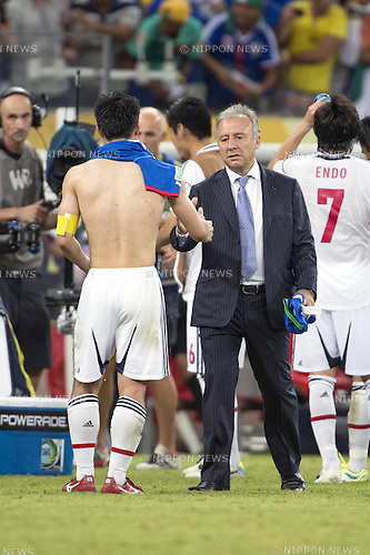 (R-L)   Alberto Zaccheroni, Shinji Okazaki (JPN), JUNE 19, 2013 - Football / Soccer : Japan head coach Alberto Zaccheroni shakes hands with Shinji Okazaki after the FIFA Confederations Cup Brazil 2013 Group A match between Italy 4-3 Japan at Arena Pernambuco in Recife, Brazil. (Photo by Maurizio Borsari/AFLO)