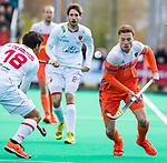 ROTTERDAM -  Roel Bovendeert (NED) met Alejandro de Frutos (Spain) tijdens de Pro League hockeywedstrijd heren, Nederland-Spanje. ANP KOEN SUYK