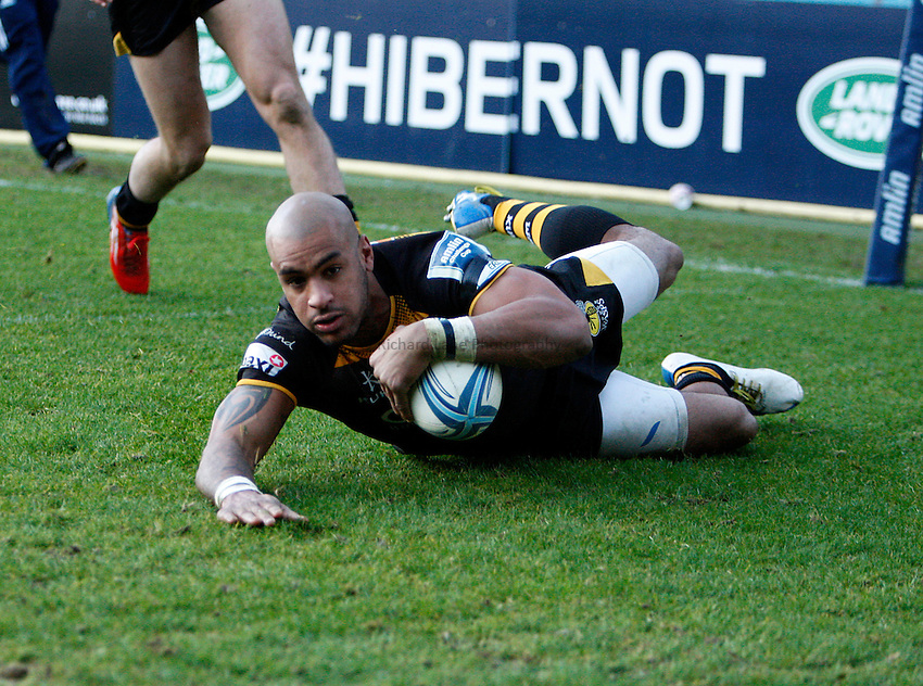 Photo: Richard Lane/Richard Lane Photo19/01/2014. London Wasps v Viadana. Amlin Challenge Cup. 19/01/2014. Wasps' Tom Varndell dives in for a try.