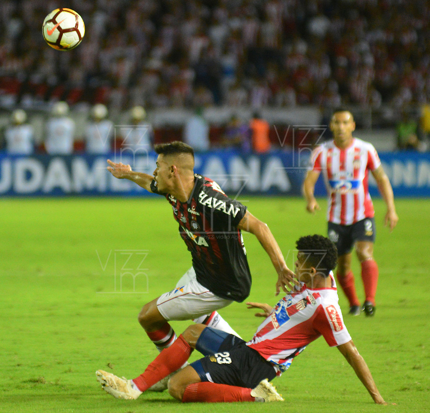 BARRANQUIILLA - COLOMBIA, 05-12-2018:Luis Diaz  (Der.) de Junior disputa el balón con Bruno Guimaraes  (Izq.) del Paranaense durante el encuentro entre Atlético Junior de Colombia e Atlético Paranaense de Brasil por la final, ida, de la Copa CONMEBOL Sudamericana 2018 jugado en el estadio Metropolitano Roberto Meléndez de la ciudad de Barranquilla. / Luis Diaz (R) of Junior struggles for the ball with Bruno Guimaraes  (L) of Paranaense during a final first leg match between Atletico Junior of Colombia and Atlético Paranaense of Brazil as a part of Copa CONMEBOL Sudamericana 2018 played at Roberto Melendez Metropolitan stadium in Barranquilla city Atlético Junior de Colombia y Atlético Paranaense de Brasil en partido por la final, ida, de la Copa CONMEBOL Sudamericana 2018 jugado en el estadio Metropolitano Roberto Meléndez de la ciudad de Barranquilla. / Atletico Junior of Colombia and Atletico Paranaense of Brazil in Final first leg match as a part of Copa CONMEBOL Sudamericana 2018 played at Roberto Melendez Metropolitan stadium in Barranquilla city.  Photo: VizzorImage / Alfonso Cervantes / Cont