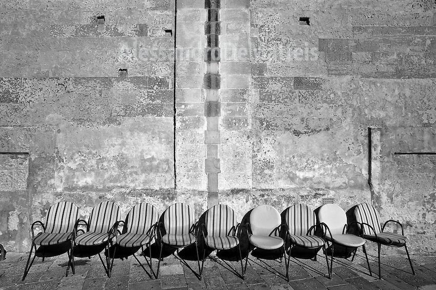 Lecce - Salento - Sedie lasciate ad asciugare al sole