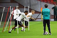 Bundestrainer Joachim Loew (Deutschland Germany) sieht Thilo Kehrer (Deutschland Germany), Matthias Ginter (Deutschland Germany), Jerome Boateng (Deutschland Germany) beim Sprinttraining zu - 12.10.2018: Abschlusstraining der Deutschen Nationalmannschaft vor dem UEFA Nations League Spiel gegen die Niederlande