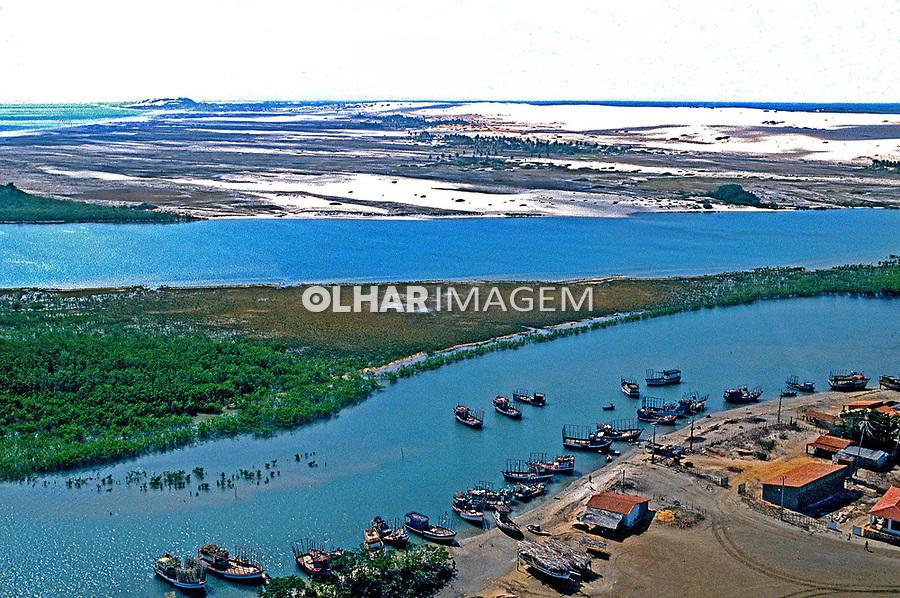 Aérea da foz do Rio Jaguaribe. Ceará. 1993. Foto de Juca Martins.