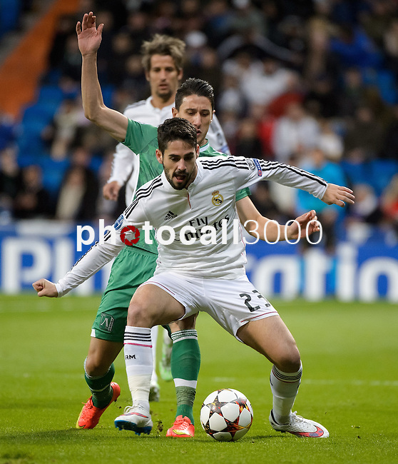 Real Madrid's Spanish forward Isco during the Champions league football match Real Madrid vs Ludogorets at the Santiago Bernabeu stadium in Madrid on december 9, 2014. DP / Photocall3000.