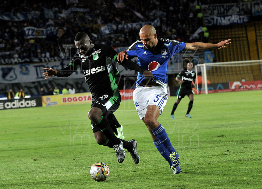 BOGOTA - COLOMBIA -19 – 08 - 2015: Andres Cadavid (Der.) jugador de Millonarios disputa el balón con Miguel Murillo (Izq.) jugador de Deportivo Cali, durante partido entre Millonarios y Deportivo Cali por la fecha 7 de la Liga Aguila II 2015, jugado en el estadio Nemesio Camacho El Campin de la ciudad de Bogota. / Andres Cadavid (R) player of Millonarios Fe vies for the ball with Miguel Murillo (L) player of Deportivo Cali during a match Millonarios and Deportivo Cali for date 7 of the Liga Aguila II 2015 at the Nemesio Camacho El Campin Stadium in Bogota city. Photo: VizzorImage  / Luis Ramirez / Staff.