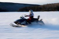 Amérique/Amérique du Nord/Canada/Québec//Mauricie/aint-Alexis-des-Monts:  Motoneige sur le  du lac  Sacacomie