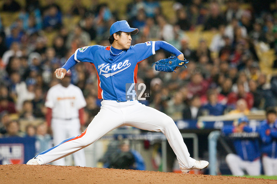 21 March 2009: #28 Suk Min Yoon of Korea pitches against Venezuela during the 2009 World Baseball Classic semifinal game at Dodger Stadium in Los Angeles, California, USA. Korea wins 10-2 over Venezuela.