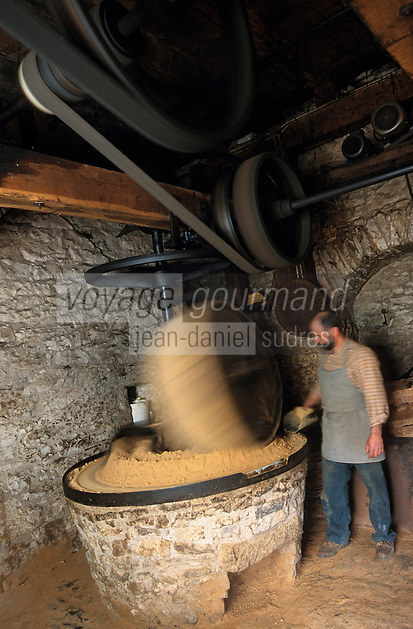 Europe/France/Midi-Pyrénées/46/Lot/Causse de Martel/Env Martel: Moulin à huile de noix de Mr Castagné