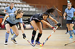 Almere - Zaalhockey  Amsterdam-HGC (v) . Yasmin Geerlings (A'dam)  met Loes Stijntjes (HGC)  .  TopsportCentrum Almere.    COPYRIGHT KOEN SUYK