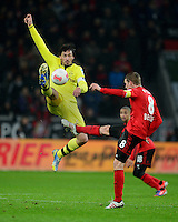 FUSSBALL   1. BUNDESLIGA   SAISON 2012/2013    20. SPIELTAG Bayer 04 Leverkusen - Borussia Dortmund                  03.02.2013 Mats Hummels (li, Borussia Dortmund) gegen Lars Bender (re, Leverkusen)