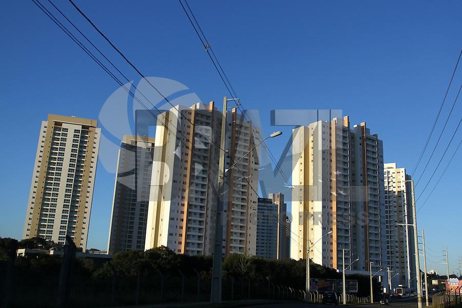 CURITIBA, PR, 05.08.2014 - PRÉDIOS EM CURITIBA - Vista do Bairro Campo Comprido em Curitiba na tarde desta terça-feira (5). Foto: Paulo Lisboa / Brazil Photo Press)