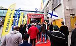 Stockholm 2014-05-03 Ishockey Oddset Hockey Games  Sverige - Finland :  <br /> Publik k&ouml;ar utanf&ouml;r Globen innan matchen<br /> (Foto: Kenta J&ouml;nsson) Nyckelord:  Oddset Hockey Games Sverige Swe Tre Kronor Finland Fin Globen Ericsson Globe Arena supporter fans publik supporters k&ouml; flagga
