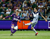 1st February 2020; HBF Park, Perth, Western Australia, Australia; A League Football, Perth Glory versus Melbourne Victory; Neil Kilkenny of the Perth Glory passes the ball as Marco Rojas of Melbourne Victory moves in to block