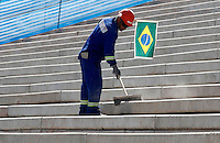 SÃO PAULO,SP,22 MAIO 2012 -  VISTORIA OBRAS ITAQUERÃO <br /> Funcionario trabalha nas obras da Arena de Itaquera, na capital paulista.FOTO ALE VIANNA - BRAZIL PHOTO PRESS.