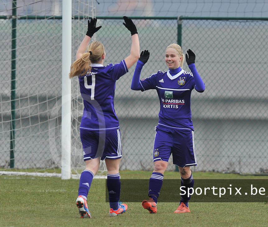 RSC Anderlecht Dames - Beerschot : vreugde bij Stephanie Van Gils (rechts).foto DAVID CATRY / Vrouwenteam.be