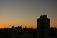 SAO PAULO, SP, 16/05/2012, CLIMA TEMPO - Amanhecer gelado na regiao leste da capital paulista nessa Quarta-feira(16). FOTO: Luiz Guarnieri/ Brazil Photo Press