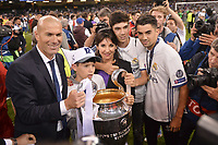 ZINEDINE ZIDANE (ENTRAINEUR REAL MADRID) ET SA FAMILLE - Elyaz Zidane - ENZO ZIDANE - THEO ZIDANE - VERONIQUE ZIDANE- JOIE - TROPHEE<br /> Cardiff 03-06-2017  Cardiff National Stadium Millennium Stadium<br /> Football Champions League Final 2016/2017 <br /> Juventus - Real Madrid<br /> Foto Panoramic / Insidefoto