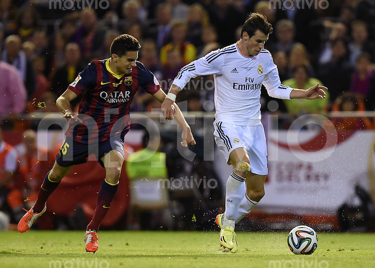 FUSSBALL  INTERNATIONAL Copa del Rey FINALE  2013/2014    FC Barcelona - Real Madrid            16.04.2014 Gareth Bale (re, Real Madrid) gegen Marc Bartra (li, Barca)