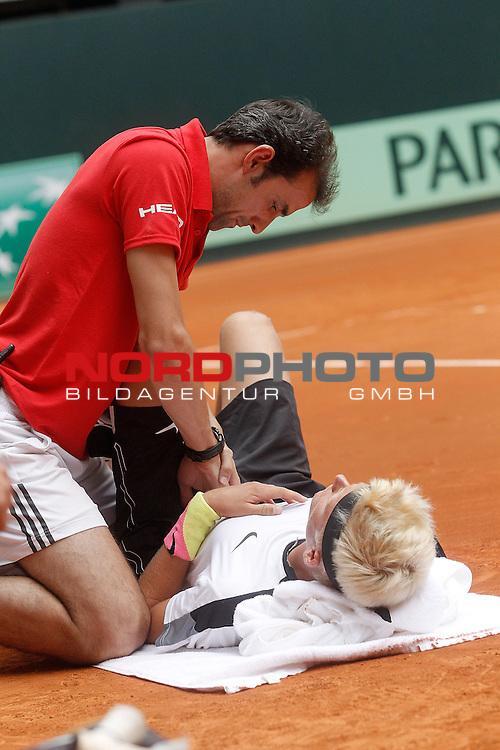 Germany's Nicola Kuhn injured during Junior Davis Cup 2015 Final match. October 4, 2015.Foto © nph / Acero)