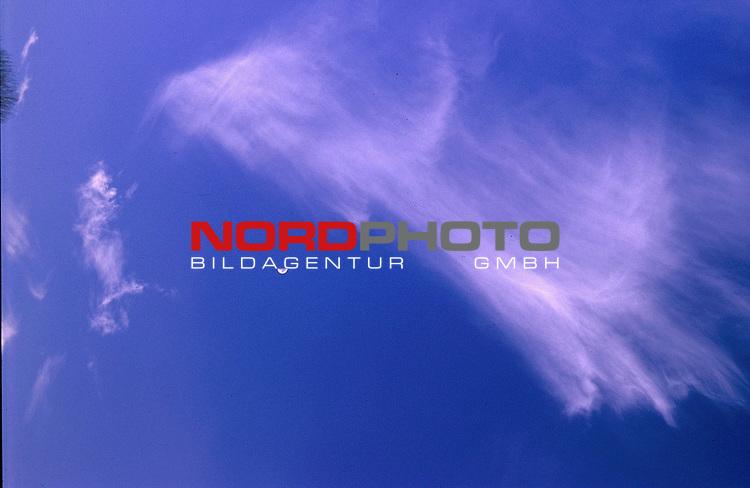 Wolken am Hiimmel<br /> Foto &copy; nordphoto / Willi Rolfes<br /> <br /> <br /> <br />  *** Local Caption *** Bildinfo: 20 * 30 bei 300 DPI<br /> Foto ist honorarpflichtig! zzgl. gesetzl. MwSt.<br />  Belegexemplar erforderlich<br /> Adresse: nordphoto<br /> Georg-Reinke-Strasse 1<br /> 49377 Vechta