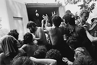 - festa del Proletariato Giovanile di &quot;Re Nudo&quot; al Parco Lambro; &quot;esproprio proletario&quot; ad un autocarro di viveri  (Milano, giugno 1976)<br />