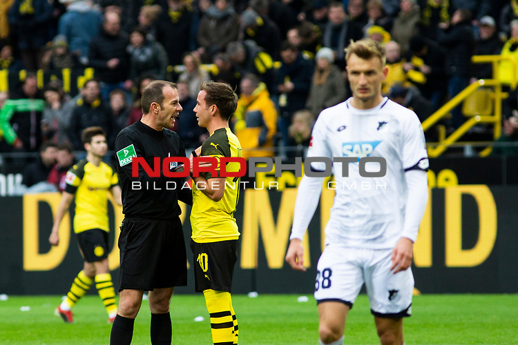 09.02.2019, Signal Iduna Park, Dortmund, GER, 1.FBL, Borussia Dortmund vs TSG 1899 Hoffenheim, DFL REGULATIONS PROHIBIT ANY USE OF PHOTOGRAPHS AS IMAGE SEQUENCES AND/OR QUASI-VIDEO<br /> <br /> im Bild | picture shows:<br /> Schiedsrichter | Referee Marco Fritz, mit Mario Goetze (Borussia Dortmund #10), nimmt den Treffer von Jadon Sancho (Borussia Dortmund #7) nach Videobeweis zurück,  <br /> <br /> Foto © nordphoto / Rauch