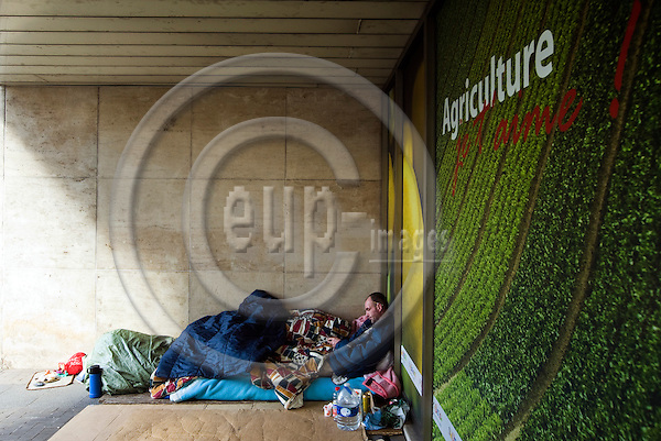 BRUSSELS - BELGIUM - 19 March 2012 -- Homeless man in his shelter (bed) by the Directorate General (DG)  for Agriculture of the EU-Commission. -- PHOTO: Juha ROININEN /  EUP-IMAGES