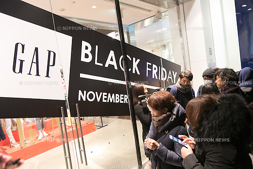 Shoppers queue outside the Gap store in Harajuku for Black Friday offers on November 24, 2016, Tokyo, Japan. American brand GAP is promoting Black Friday in Tokyo with special sale prices in all of its stores including offering sweaters for 100 Yen each (approx. $1.00) to store card holders. The promotion runs from November 25 to 27. (Photo by Rodrigo Reyes Marin/AFLO)