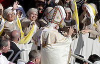 Papa Benedetto XVI saluta un gruppo di suore al termine della cerimonia di canonizzazione di sette nuovi santi in Piazza San Pietro, Citta' del Vaticano, 21 ottobre 2012..Pope Benedict XVI waves to a group of nuns at the end of a ceremony for the canonization of seven new saints in St. Peter's square at the Vatican, 21 October 2012..UPDATE IMAGES PRESS/Riccardo De Luca