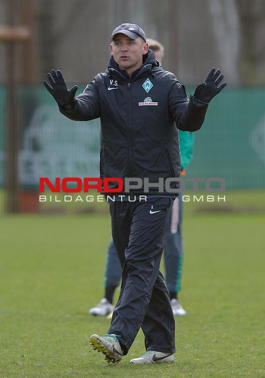 01.04.2015, Trainingsgelaende, Bremen, GER, 1.FBL, Training Werder Bremen, im Bild Viktor Skripnik (Trainer Werder Bremen)<br /> <br /> Foto &copy; nordphoto / Frisch