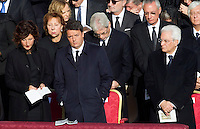 Il Presidente del Consiglio Matteo Renzi, al centro, la moglie Agnese Landini, sinistra, e il Presidente della Repubblica Sergio Mattarella, durante la messa di Papa Francesco in occasione della conclusione del Giubileo della Misericordia, in Piazza San Pietro, Citta' del Vaticano, 20 novembre 2016.<br /> Italian Premier Matteo Renzi, center, his wife Agnese Landini, left, and head of State Sergio Mattarella attend the Pope Francis' Mass on the occasion of the conclusion of the Jubilee of Mercy, in St. Peter's Square at the Vatican, 20 November 2016.<br /> UPDATE IMAGES PRESS/Riccardo De Luca<br /> <br /> STRICTLY ONLY FOR EDITORIAL USE