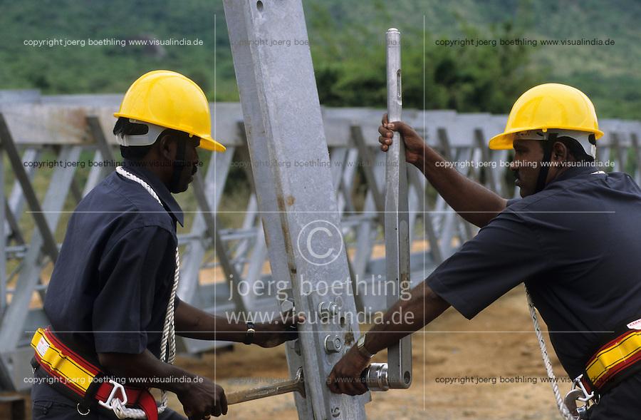 INDIA Tamil Nadu, Muppandal, construction of steel tower for Vestas wind turbine, Vestas RBB is a danish indian Joint Venture / INDIEN Tamil Nadu Muppandal, Aufbau von Gittermasten fuer Windkraftanlagen der Firma Vestas RBB , ein daenisch indisches Joint Venture, Windpark am Kap Comorin