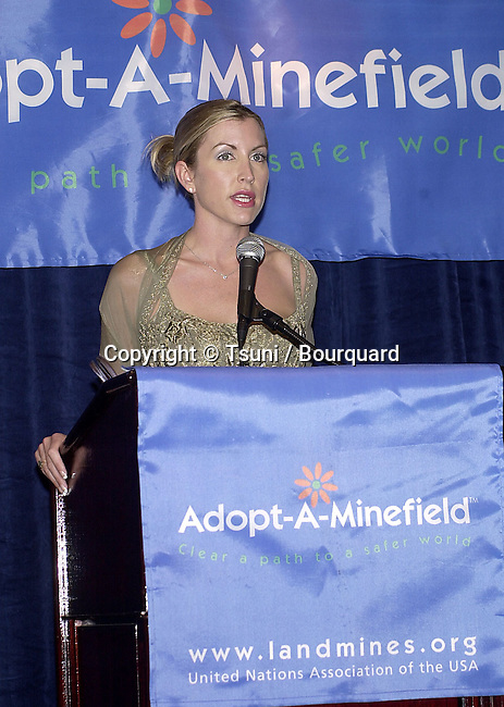 "Goodwill Ambassadors Heather Mills Honor Landmine Survivor Radosav ""Zika"" Zikovic at the first Annual  Adopt-A-Minefield Gala at the Regent Beverly in Los Angeles  June 14, 2001   © Tsuni          -            MillsHeather01.jpg"