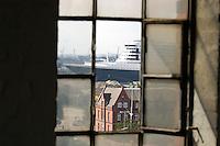 Deutschland, Hamburg, Speicherstadt, Hafencity, Queen Mary 2, Kreuzfahrtschiff, Grassbrook, Fenster, Fensterbild