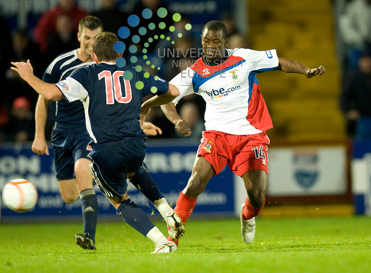 FOOTBALL.IRN BRU SFL .Ross County v Inverness CT.Ross County player Richard Brittain tries to stop ICTs Eric Odhiambo from passing..Picture by Gordon Gillespie