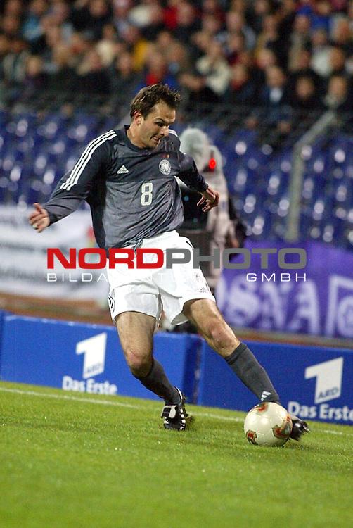 EM Qualifikation 2002<br /> Deutschland vs. Faeroer - Inseln 2:1<br /> Dietmar Hamann<br /> Foto &copy; nordphoto <br />  *** Local Caption *** Foto ist honorarpflichtig! zzgl. gesetzl. MwSt.<br />  Belegexemplar erforderlich<br /> Adresse: nordphoto<br /> Georg-Reinke-Strasse 1<br /> 49377 Vechta