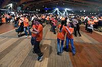 Danseurs, probablement une scottish..Les personnes avec un T-shirt orange étaient cette année-la des bénévoles.