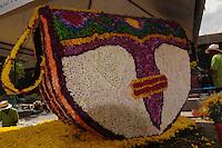 MEDELLÍN -COLOMBIA-02-08-2013. Aspecto de las figuras realizadas con flores que serán parte de la Feria de las Flores 2013 que comienza hoy en Medellín, Colombia./ Aspect of the figures made with flowers and will be part of the Flower Fair 20113 that starts today in  Medellin, Colombia.  Photo:VizzorImage/Luis Ríos/STR