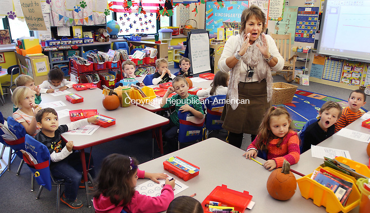 WATERTOWN CT. 26 October 2015-102615SV07-Kindergarten teacher Donna Cincogrono teaches her class how to write the letter H during a class at John Trumbull Primary School in Watertown Monday. Watertown's Director of Curriculum is proposing a full day kindergarten program for next year.<br /> Steven Valenti Republican-American