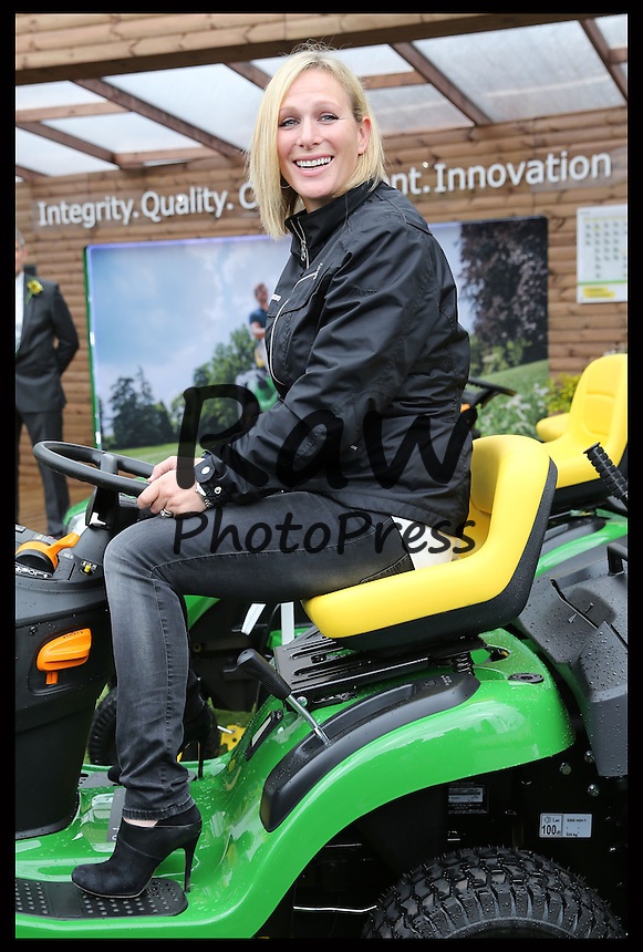 Muchas caras conocidas han asistido al Chelsea Flower Show en Londres.<br /> <br /> Image licensed to i-Images Picture Agency. 18/05/2015. London, United Kingdom. Celebrities at the Chelsea Flower Show Picture by Stephen Lock / i-Images