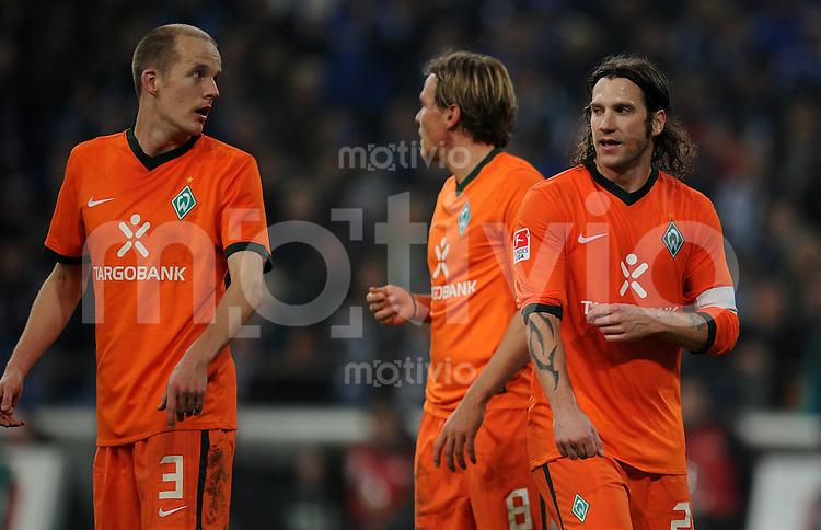 FUSSBALL   1. BUNDESLIGA   SAISON 2010/2010   13. SPIELTAG FC Schalke 04 - SV Werder Bremen                          20.11.2010 Petri PASNEN, Clemens FRITZ und Torsten FRINGS (v.l., alle Bremen) sind enttaeuscht