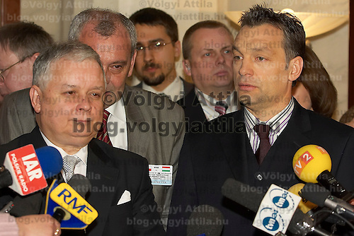 Viktor Orban and Lech Kaczynski speak on a press conference following their meeting.