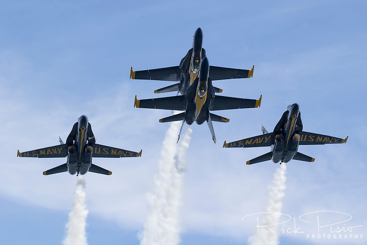 Head on view of the Blue Angels Double Farvel aerobatic maneuver.