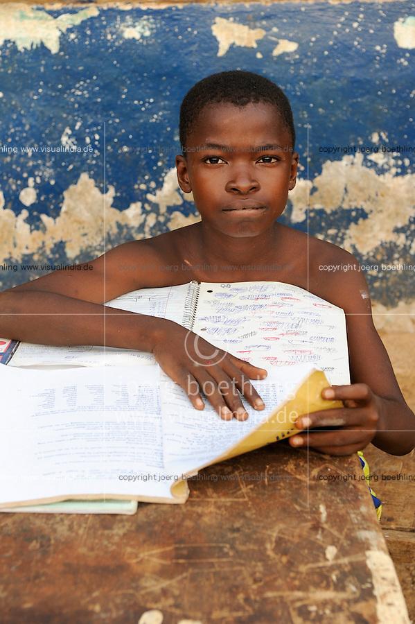 SIERRA LEONE, fishing village River No. 2, boy Nelson 12 years doing home works for school / SIERRA LEONE , Fischerdorf River No. 2 am Western Area National Park  , Junge  Nelson 12 Jahre, bei Schularbeiten