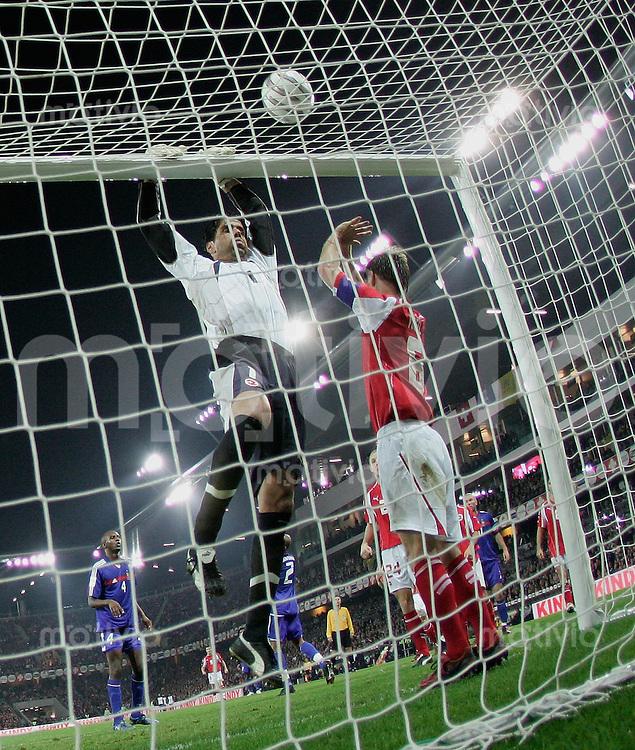 Fussball International WM Qualifikation Schweiz 1-1 Frankreich Scheizer Turner im Tor, Pascal Zuberbuehler (li) und Johann Vogel