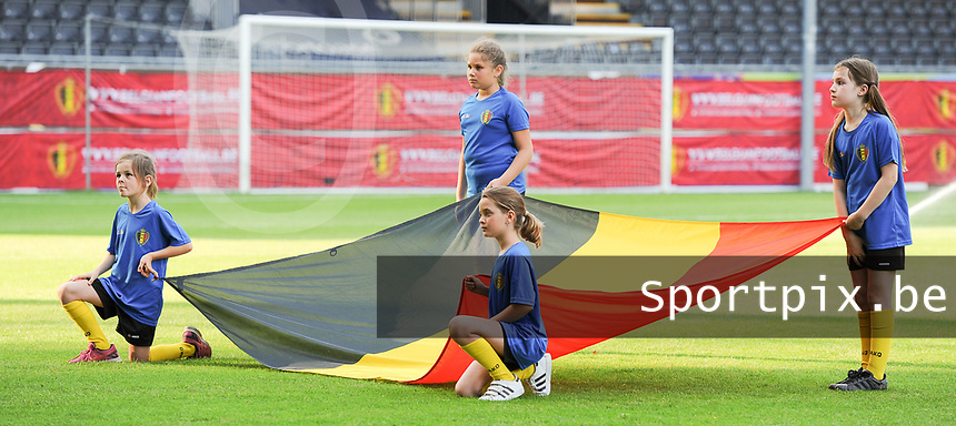 20170613 - LEUVEN ,  BELGIUM : Belgian flag pictured during the female soccer game between the Belgian Red Flames and Japan , a friendly game before the European Championship in The Netherlands 2017  , Tuesday 13 th Juin 2017 at Stadion Den Dreef  in Leuven , Belgium. PHOTO SPORTPIX.BE | DIRK VUYLSTEKE