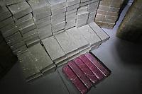 SAO PAULO, SP, 13 MARCO DE 2013, ESTOURO REFINARIA DE DROGAS. A Polícia Militar em ação conjunta com a Polícia Civil apreenderam uma grande quantidade de drogas no bairro do Belém, na região leste da capital paulista, na noite desta quarta- feira (13). Não há informaçõs sobre a quantidade de droga apreendida. FOTO:  L. ANTONIO/ BRAZIL PHOTO PRESS.