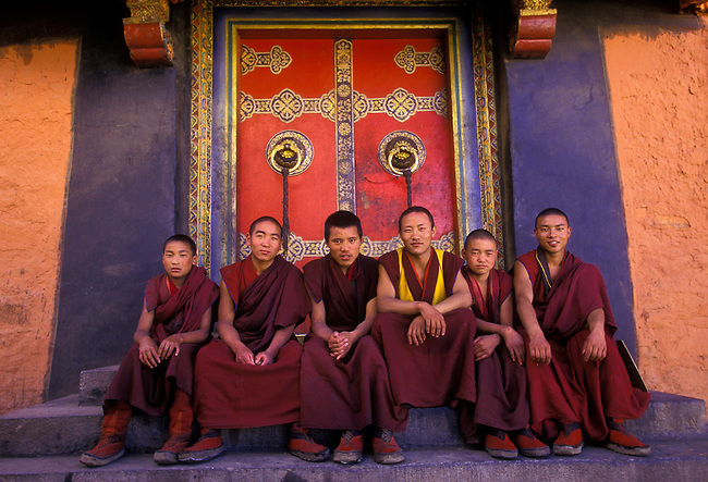 Yellow Hat monks at Tashilhunpo Monastery, Shigatse, Tibet, Tibetan Autonomous Region, China, Asia